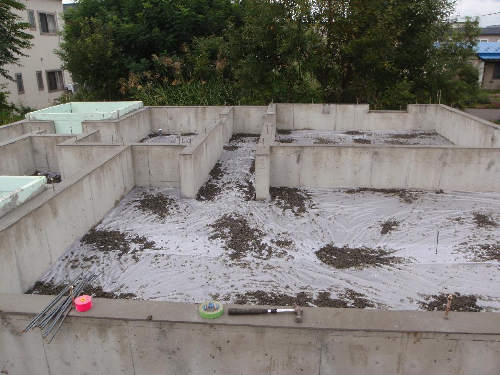 防湿コンクリート、基礎天端ならし施工